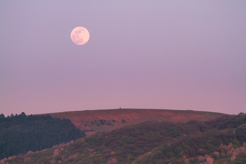 Capturing the energies of the Full StrawberryMoon